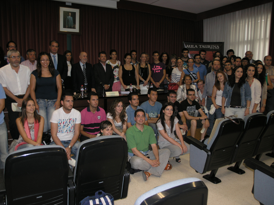 09JUN2010_CLAUSURA_AULA_TAURINA_i